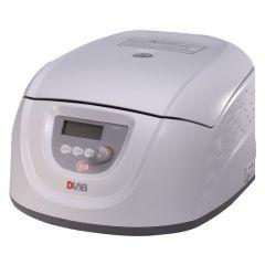 Клиничната центрофуга DLAB DM0412, 300 - 4500 RPM